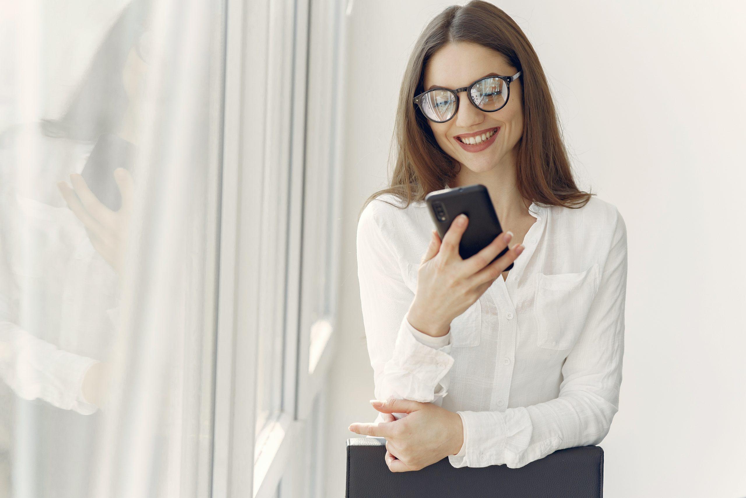 virtual-meeting-smiling